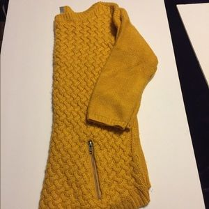 Mustard sweater with two fake zipper in the front